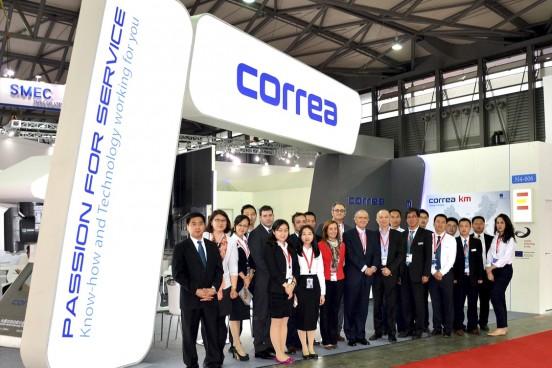 Nicolás Correa recibe una gran afluencia de clientes en la feria CCMT de Shanghái