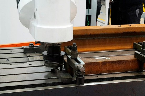 Machining of points and crossings for railway sector in a Correa FOX M